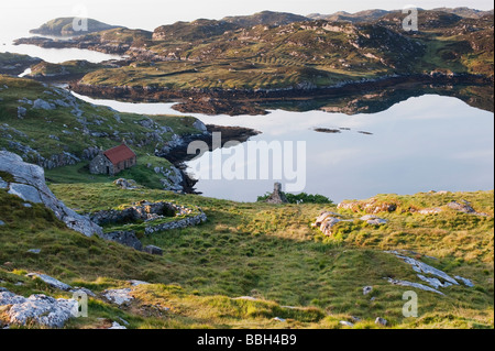 Derelict barn on South Harris coastline , Outer Hebrides, Scotland - Stock Photo