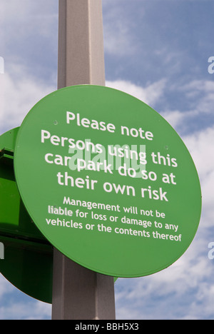 A sign in a supermarket car park warning of thieves operating in the area and management will not be liable in the - Stock Photo