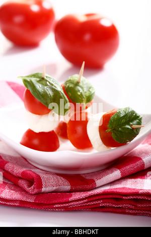 Tomato-mozzarella sticks with basil