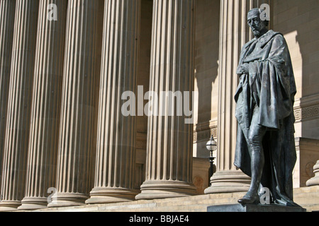Statue Of Benjamin Disraeli Standing In Front Of Corinthian Columns At St George's Hall, Liverpool, Merseyside, - Stock Photo