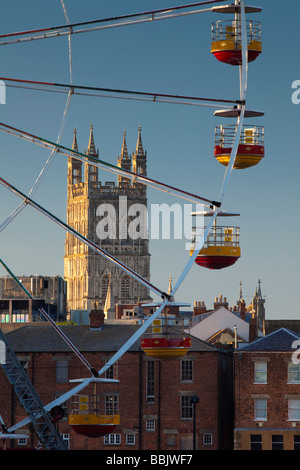 Gloucester Cathedral and the Worlds Fair Big Wheel at Gloucester Tall Ships Festival 2009, Gloucestershire, UK - Stock Photo