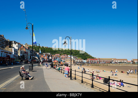 South Bay beach and promenade with the Castle in the distance, Scarborough, East Coast, North Yorkshire, England - Stock Photo