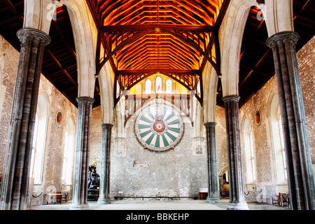 King Arthur's round table in The Great Hall in Winchester, Hampshire, England, UK. Statue of Queen Victoria on the - Stock Photo