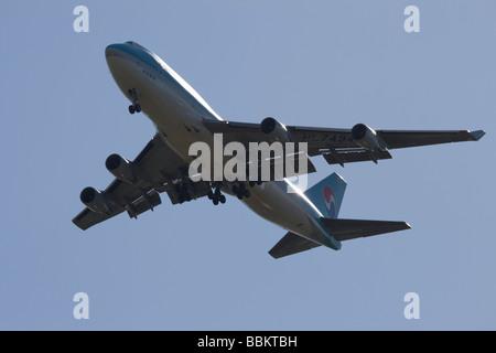 Commercial jet airliner,  Korean Air Boeing 747-4B5 - Stock Photo