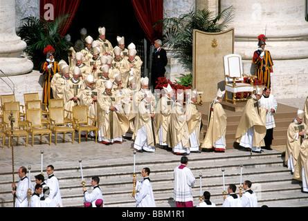 Procession of the cardinals, inauguration of Pope Benedict XVI, Ratzinger, St Peters Basilica, Vatican, Rome, Latium, - Stock Photo