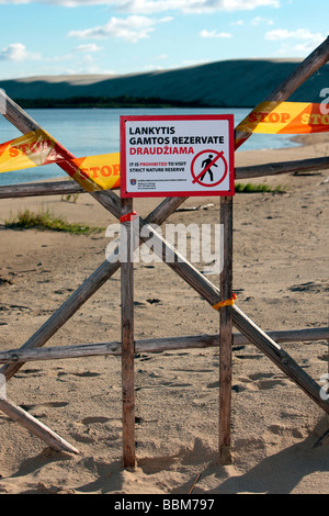 Do not enter, sign, High Dune Nature Reserve in Nida, on the boarder to Russia in the Kuroeiu Nerija National Park - Stock Photo
