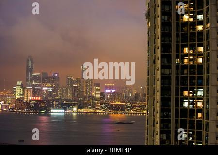 China, Hong Kong, Causeway Bay.  Looking across at the illuminated Kowloon skyline from Hong Kong Island - Stock Photo