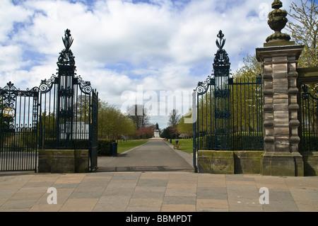 dh Pittencrieff Park DUNFERMLINE FIFE high street entrance pittencrieff park andrew carnegie statue parkland gate