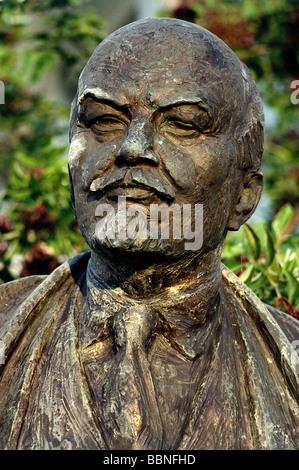 Lenin (Vladimir Ilyich Ulyanov), 22.4.1870 - 21.1.1924, Russian politician, portrait, bronze statue, Additional - Stock Photo