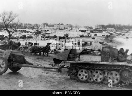 events, Second World War / WWII, Russia 1944 / 1945, German soldiers and vehicles during a counterattack of the - Stock Photo