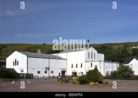 Talisker whisky distillery. Carbost, Loch Harport, Minginish, Isle of Skye, Inner Hebrides, Scotland, United Kingdom, Europe.