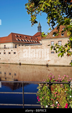 ENA, NATIONAL SCHOOL OF ADMINISTRATION ON THE BANKS OF THE ILL, STRASBOURG, BAS RHIN (67), ALSACE, FRANCE, EUROPE - Stock Photo