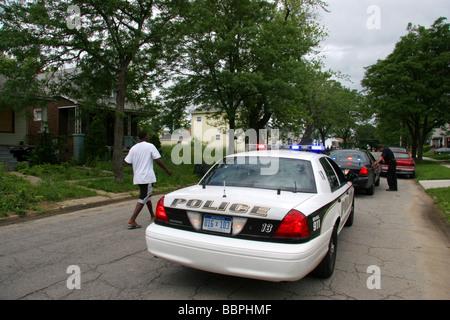 Grosse Pointe Park police cross the border into Detroit Michigan USA - Stock Photo