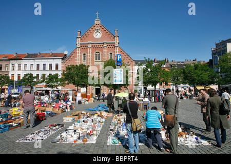 DAILY FLEA MARKET, ANTIQUES, BRIC-A-BRAC, PLACE DU JEU DE BALLE, LES MAROLLES NEIGHBORHOOD, BRUSSELS, BELGIUM - Stock Photo