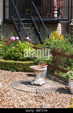 Bird bath in a small town house garden - Stock Photo
