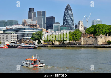 Survey boat working in the Pool of London with Tower of London & City of London skyline beyond - Stock Photo