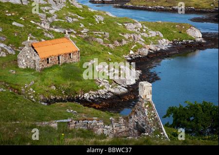 Derelict barn on South Harris coastline, Manish Bay, Outer Hebrides, Scotland - Stock Photo