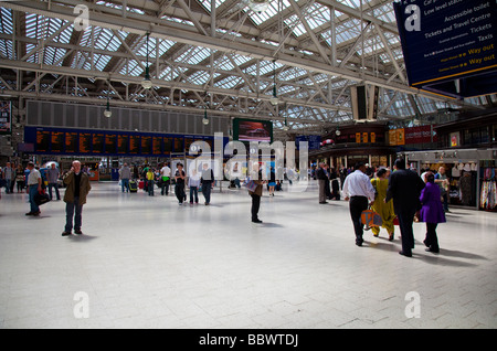 Travellers in the concourse of Glasgow Central station, Scotland's busiest station, UK - Stock Photo