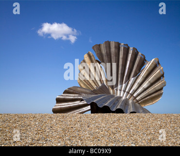 The controversial stainless steel Scallop sculpture by Maggi Hambling on Aldeburgh beach in Suffolk - Stock Photo