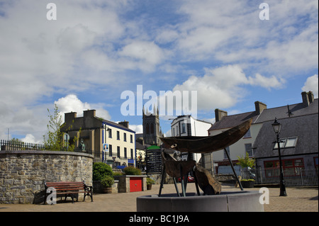 Curagh statue, or skin boat statue, up Main Street in Carrick on Shannon, Ireland - Stock Photo