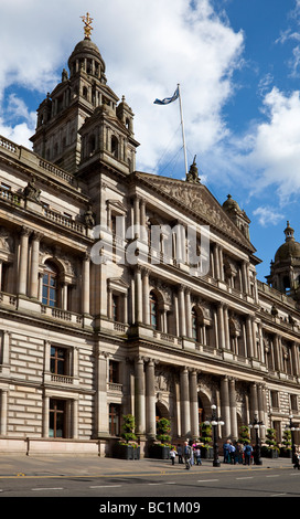 A group of Asian visitors outside Glasgow City Chambers in George Square, Glasgow. - Stock Photo