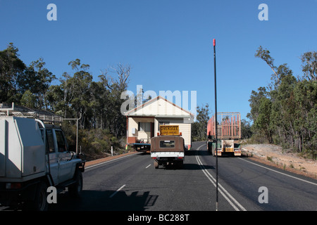 House moving on Sue's road in Western Australia - Stock Photo
