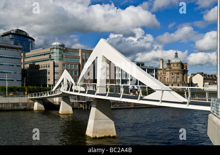 dh Broomielaw Tradeston bridge RIVER CLYDE GLASGOW The Squiggly Bridge city centre buildings scottish modern cities scotland
