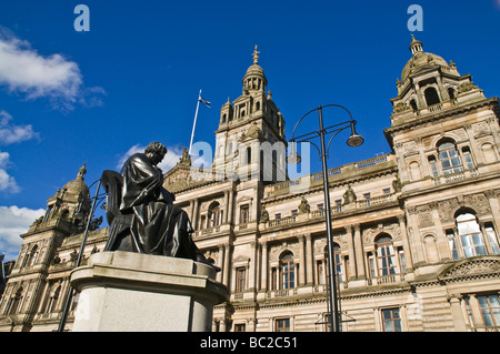 dh City Chambers GEORGE SQUARE GLASGOW City chambers front and Thomas Graham statue George Square