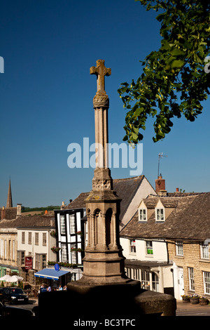 War Memorial and Cross High Street Burford Oxfordshire in the Cotswolds - Stock Photo