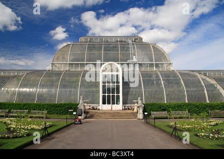 The main entrance to the Palm House, The Royal Botanic Gardens, Kew, Surrey, England. - Stock Photo