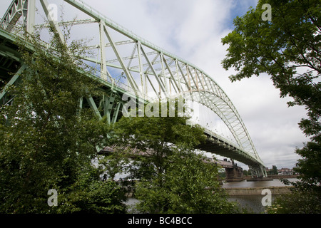 Silver Jubilee Bridge crosses the River Mersey and the Manchester Ship Canal at Runcorn Gap between Runcorn and - Stock Photo