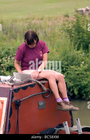 canal blogger blogging during the 2009 Braunston Historic FMC Narrowboat Rally - Stock Photo