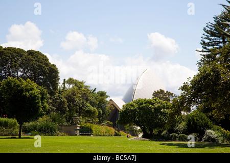 how to get to botanical gardens sydney from circular quay