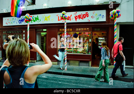 Paris France, Shopping, Woman Taking photos outside French Gay Bakery Shop in the Marais 'Le Gay Choc' - Stock Photo