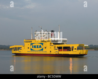 red funnel car ferry leaving east cowes for southampton east cowes stock photo 75255104 alamy. Black Bedroom Furniture Sets. Home Design Ideas