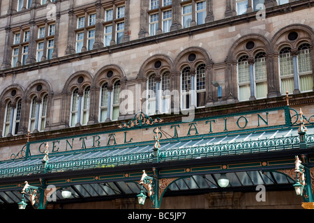The canopy outside Glasgow Central station, with the windows of the Central Hotel above. - Stock Photo