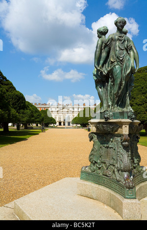 Hampton Court Palace and Gardens Surrey west London - Stock Photo
