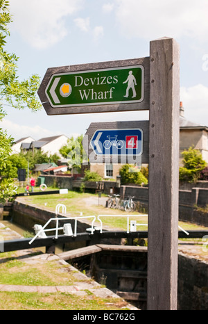 Signpost in Devizes along the National Waterways walk to the canal wharf - Stock Photo
