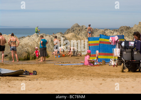 Holidaymakers On The Beach and Rocks at Woolacombe Bay North Devon England uk seaside - Stock Photo