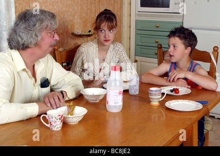 Single father  talking to his children problems, about 13 and 9 years old - Argument family - Stock Photo