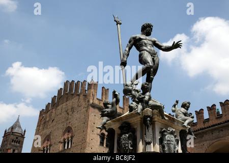 neptune fountain with the palazzo re enzo in the background piazza del nettuno bologna italy - Stock Photo