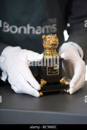A Bonhams auction house employee holding a gem-encrusted gold finial from the octagonal golden throne of India's - Stock Photo