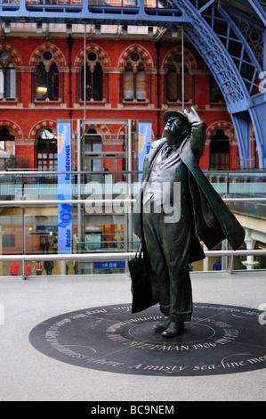 Statue of Sir John Betjeman St. Pancras Station, London, England - Stock Photo