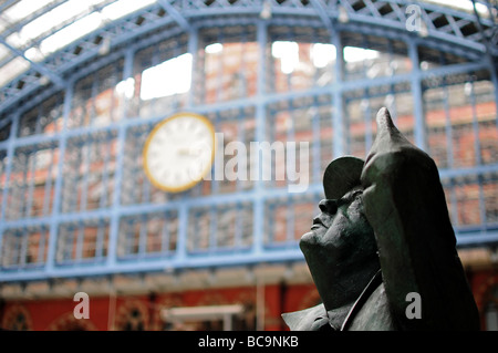 Statue of Sir John Betjeman at St. Pancras Station, London, England - Stock Photo