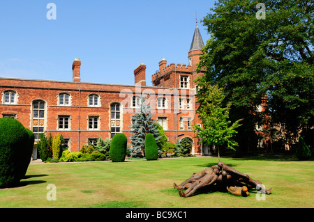 Jesus College, Cambridge, with sculputures on the lawn, part of an exhibition held in the summer of 2009 - Stock Photo