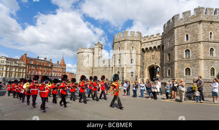 Windsor Castle.  Grenadier Guards outside Henry V111 Gate  and entrance through to Saint Georges Chapel - Stock Photo