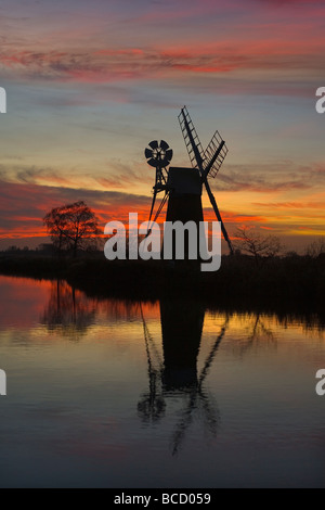 Turf Fen Mill. River Ant. Norfolk Broads. Winter UK - Stock Photo