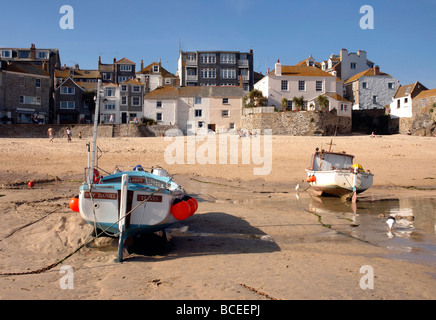 Private houses overlooking the low tide in the harbour of St Ives in Cornwall - Stock Photo