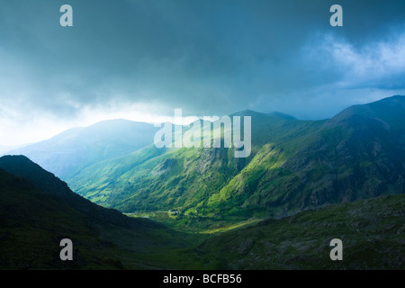 Storm clouds rolling in over Glyder Fawr taken from the Llanberis path close to Clogwyn Station on the slopes of - Stock Photo