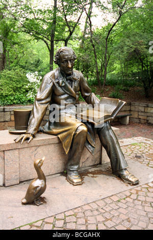 Hans Christian Andersen statue/sculpture in Central Park, New York - designed & created by Georg J. Lober - Stock Photo